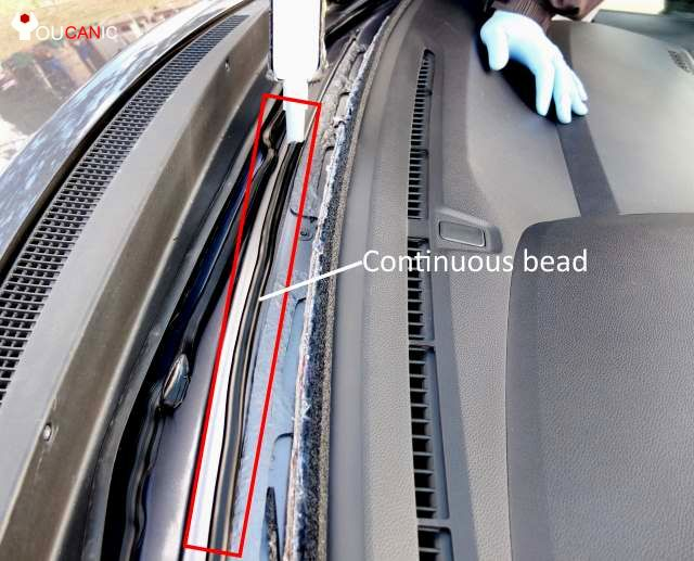 How to Replace Your Automobile Windshield (with Pictures)