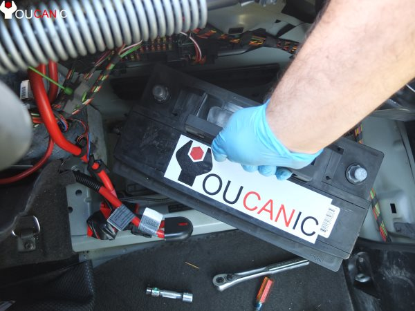 remove bmw battery from tray