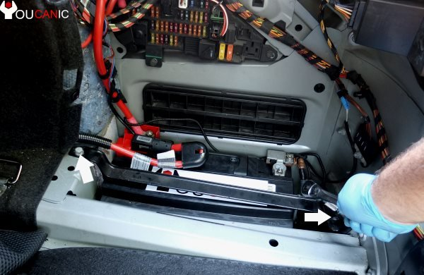 tighten top bracket to recommended torque secure bmw battery