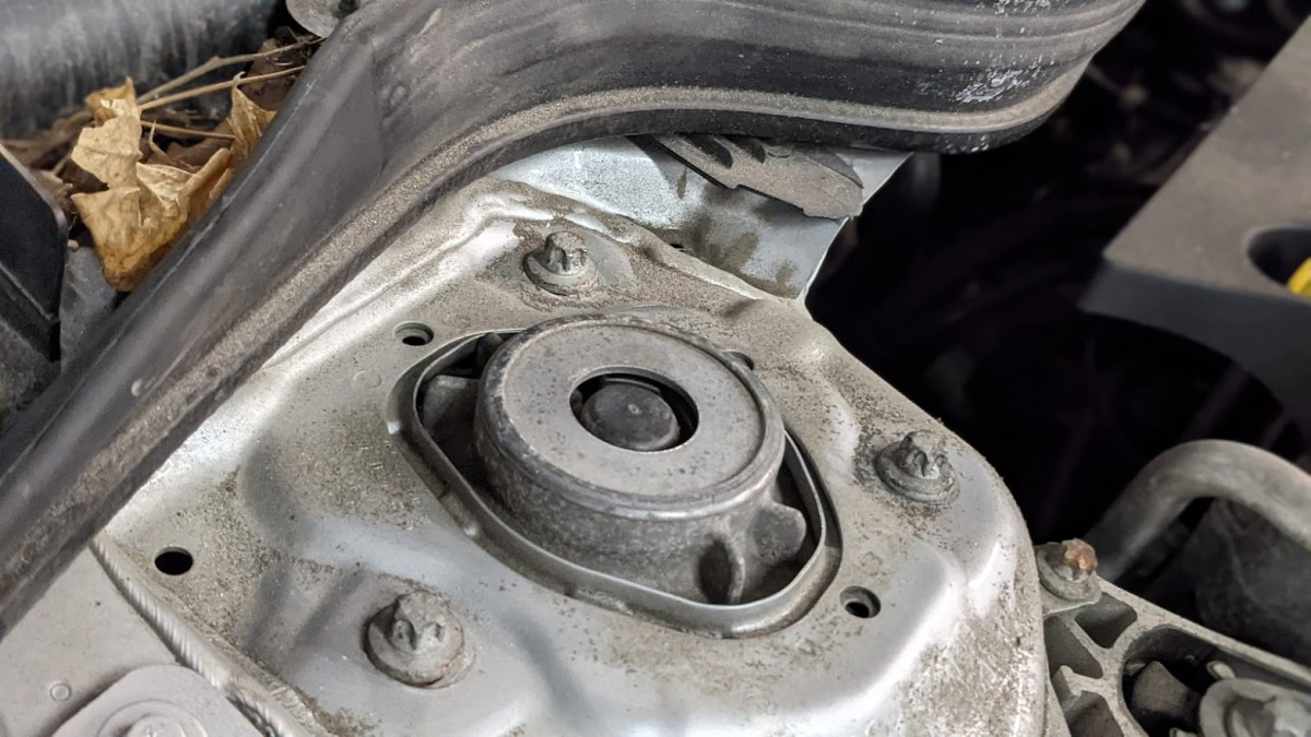 INSPECT STRUT MOUNTS CHECK IF THEY ARE BAD