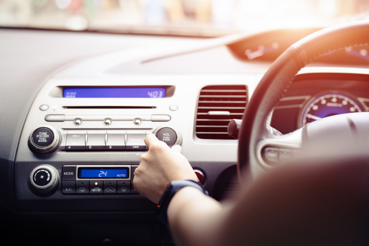 how long does a car battery last with the radio on