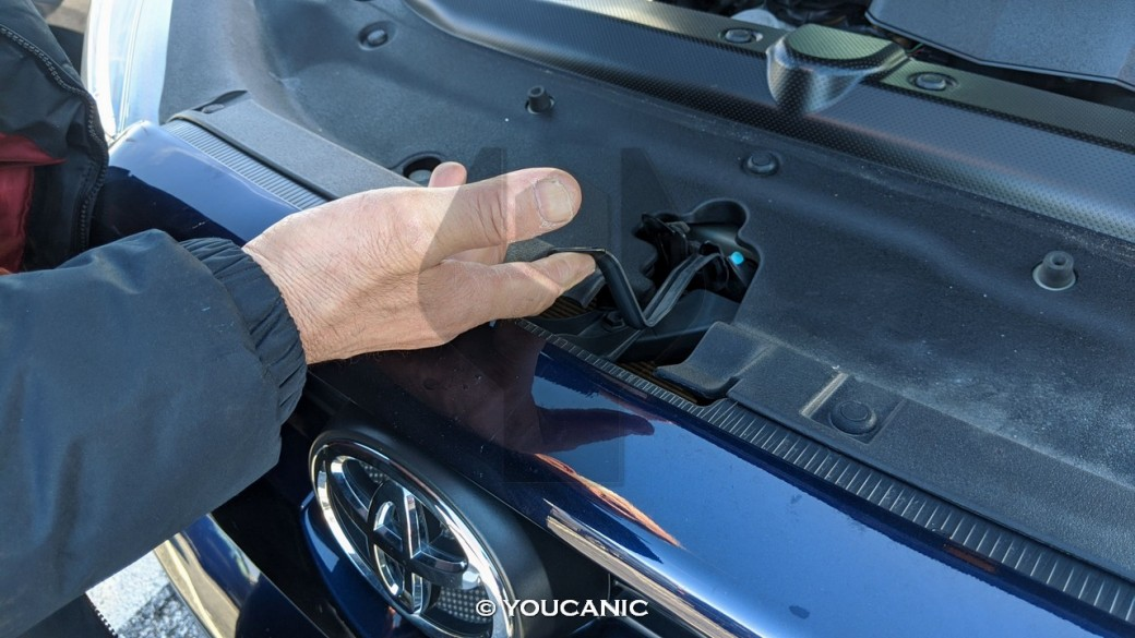 Opening the hood latch 2