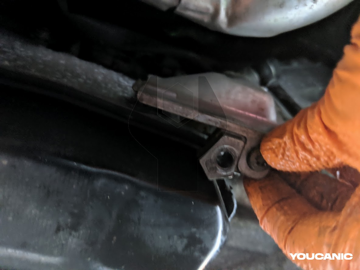 Mercedes transmission 13 pin connector location