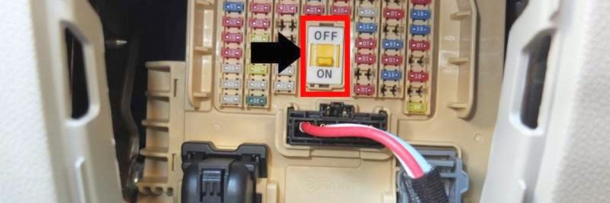 What is the ON / OFF switch inside the fuse box? Kia / Hyundai