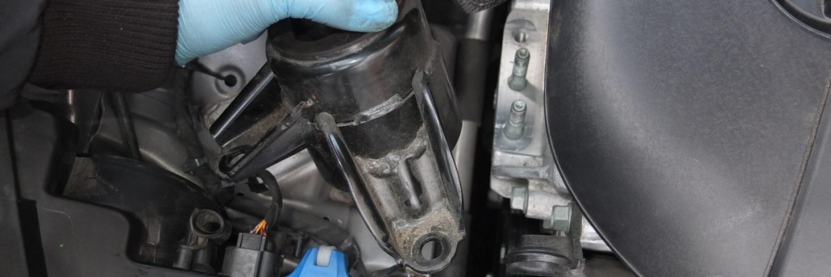 How to Replace Hyundai Engine Mount | (Motor Mount)