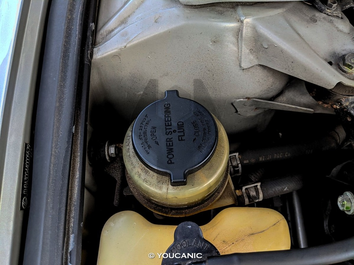 2004-Lexus-ES-330 power steering reservoir