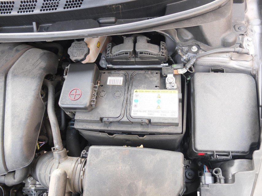 low battery voltage, dead battery triggers hyundai airbag light