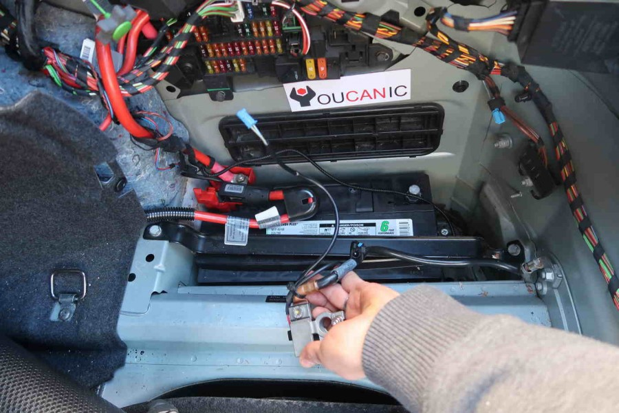 disconnect bmw battery
