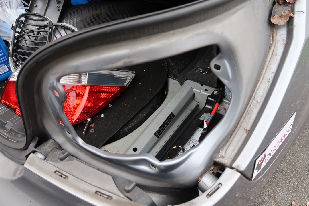 bmw e60 tail light replacement