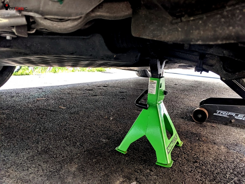 secure vehicle with jack stands