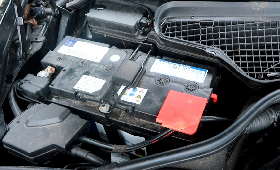 battery causing mercedes instrument cluster problems