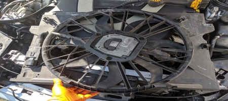 How to replace Mercedes radiator cooling fan