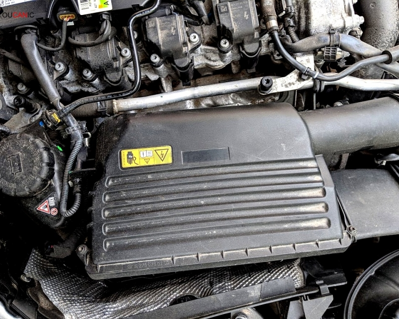 How to change engine air filter Mercedes-Benz C-Class W205